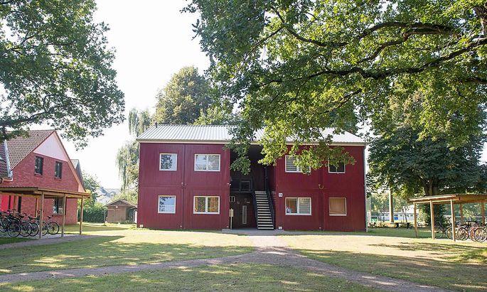 Auch die Flüchtlingsunterkunft Großhansdorf wurde im Zuge der Festnahmen der drei mutmaßlichen IS-Anhänger in Deutschland durchsucht.