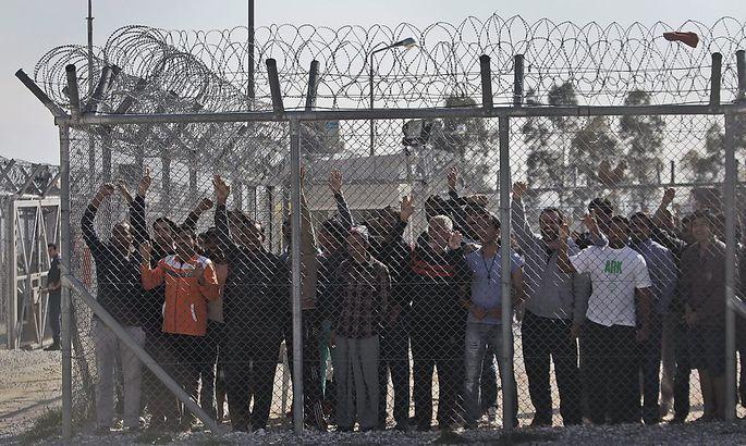 Die Migranten im griechischen Flüchtlingslager Amygdaleza protestieren gegen die Lebensbedingungen.