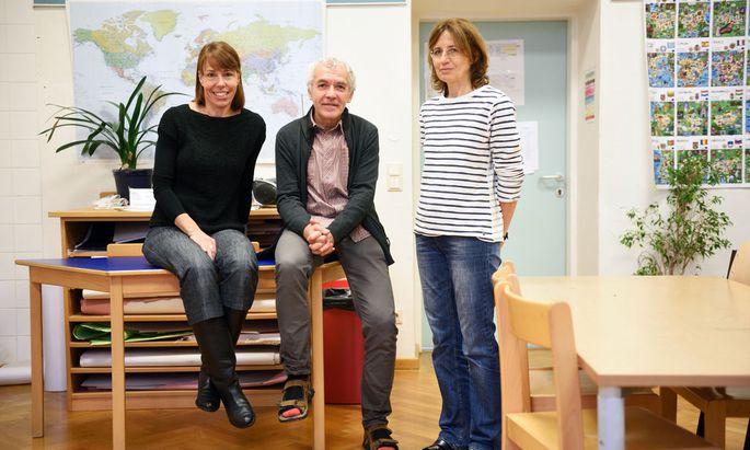 Josef Reichmayr dirigiert mit Vertreterinnen Karin Feller (li.) und Verena Corazza.