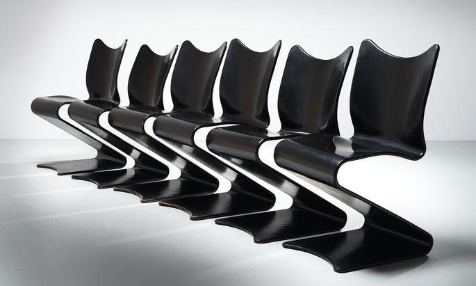 """Mit dem """"Cone Chair"""", dem """"Panton Chair"""" oder diesem S-Chair schuf Verner Panton Designklassiker. Dieses Set von sechs S-Stühlen kommt mit 20.000 bis 30.000 Euro zum Aufruf."""