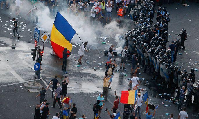 Am Freitag kam es am Rande der Proteste in Bukarest zu Zusammenstößen mit der Polizei.