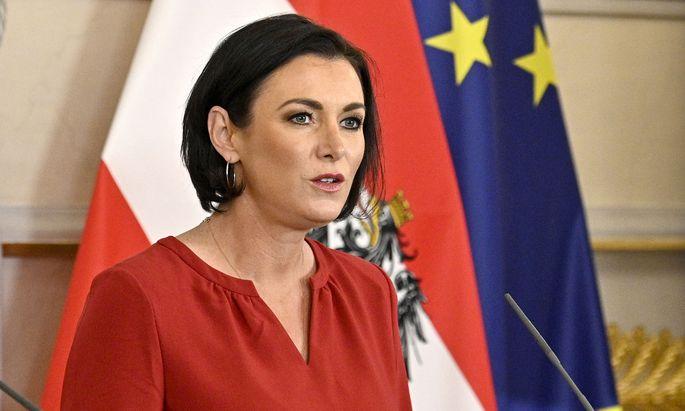 Landwirtschaftsministerin Elisabeth Köstinger: Wer sich wehrt, wird ausgelistet