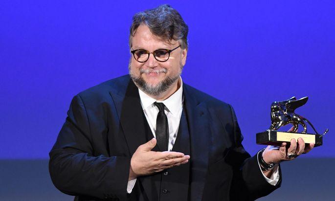 """Für sein umwerfend inszeniertes Fantasymärchen """"The Shape of Water"""" erhielt Guillermo del Toro den Goldenen Löwen für den Besten Film."""
