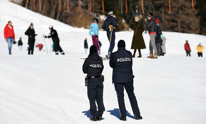 In Jochberg in Tirol (Symbolbild) könnte sich ein Cluster mit der britischen Variante unter Skilehrern gebildet haben.