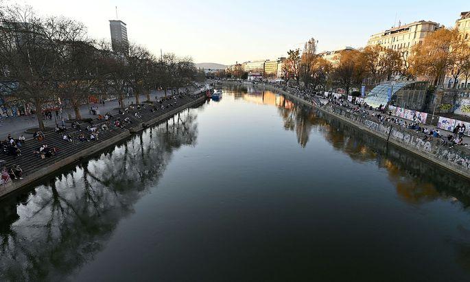 Der Donaukanal ist ein beliebter Treffpunkt.