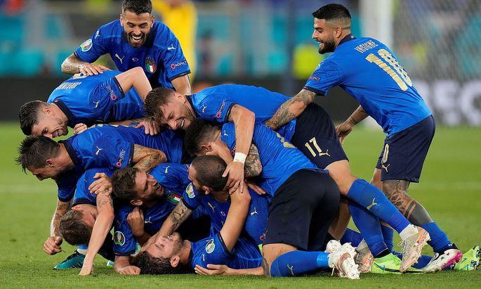 Ganz Italien feiert Manuel Locatelli (ganz unten)