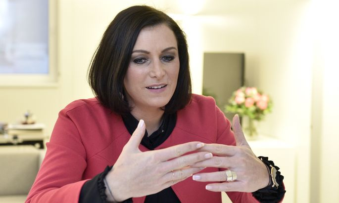 "Nationalratspräsidentin Elisabeth Köstinger hat ""keine Angst"" vor mehr direkter Demokratie – aber . . ."