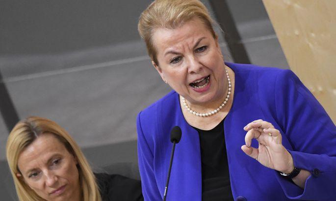 Sozialministerin Beate Hartinger-Klein (rechts) wird noch Redebedarf mit Familienministerin Juliane Bogner-Strauß haben.