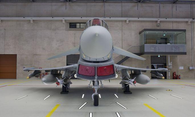 Deutschland, Noervenich, Besuch von Bundeskanzlerin Angela Merkel CDU beim Taktischen Luftwaffengeschwader 31(Boelcke),