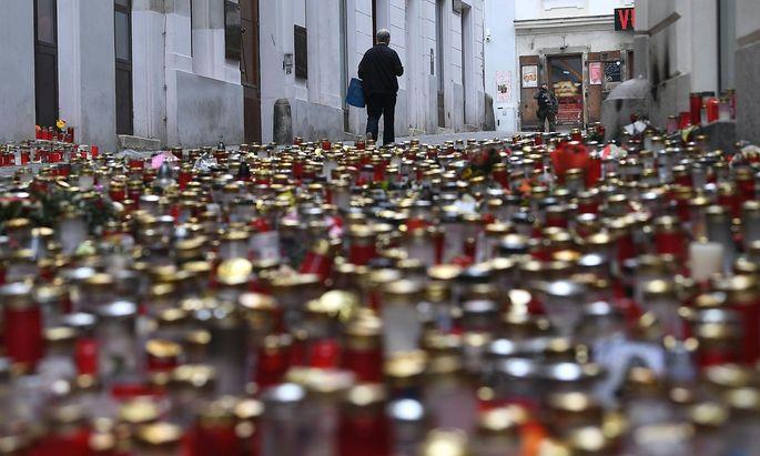 Kerzen zum Gedenken an die Terroropfer.