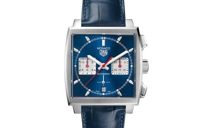 """Quadratisch, blau, mit Stoppfunktion. Die """"Monaco Calibre Heuer 02"""" hält sich an die wichtigsten Designcodes des Kultmodells."""