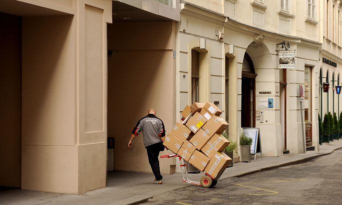 Archivbild: Pakete, Versand, Briefe, Coronakrise, Lockdown, Postmarkt, Post, Telekom