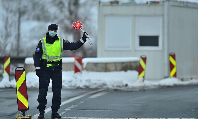 Dolni Dvoriste border crossing, border control