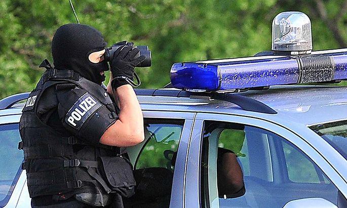 Archivbild: Ein Cobra-Beamter im Einsatz