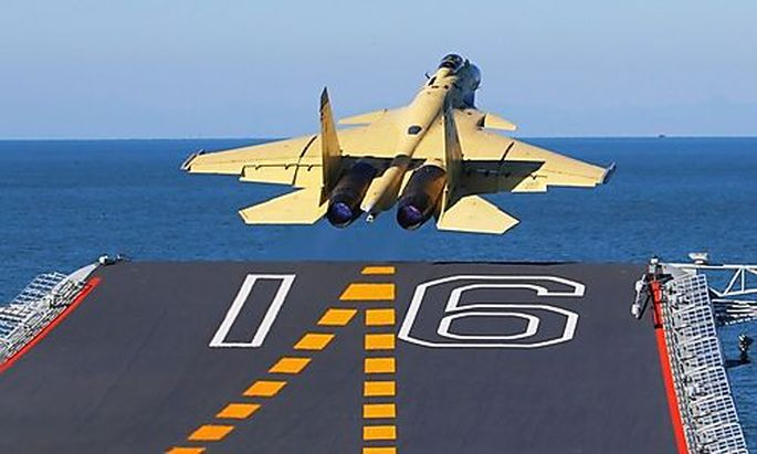 J-15 startet vom Träger Liaoning
