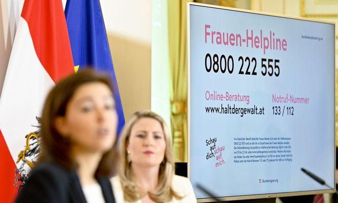 Eine Hotline gegen Gewalt und für Unterhaltsvorschüsse wurde eingerichtet.