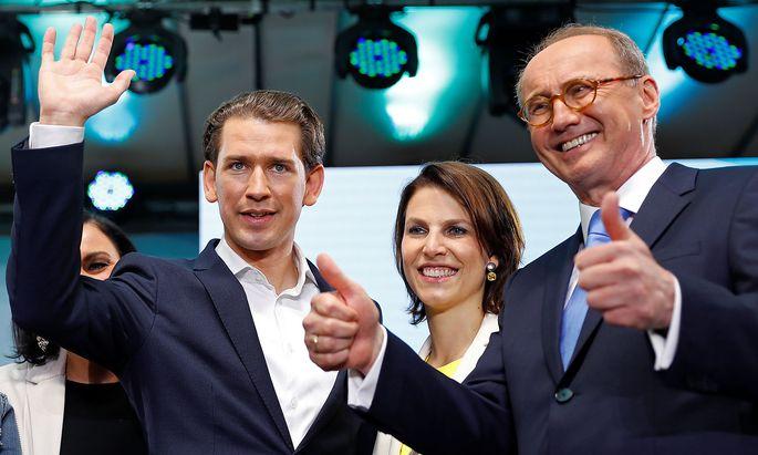 Ein Bild vom Wahlabend (v.li.): ÖVP-Chef Kurz, Karoline Edtstadler und Othmar Karas.