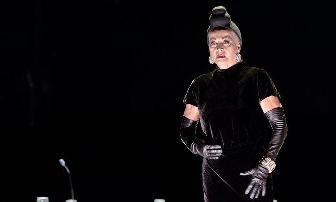 Eine zerstörerische alte Dame: Andrea Jonasson brilliert als superreiche Claire Zachanassian.