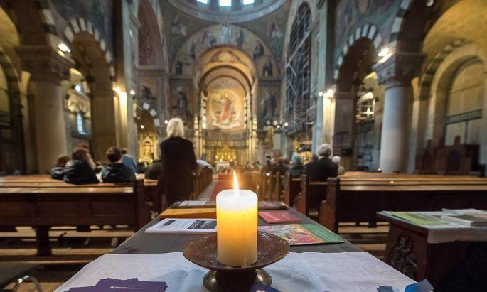 Der Höhepunkt des Kirchenjahres markiert auch den Höhepunkt der Einschränkungen für die katholische Kirche.