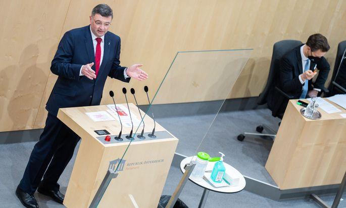 SPÖ-Vizeklubchef Leichtfried fordert neben Schmids auch Blümels Rücktritt. Am Freitag kommt der Nationalrat zu einer Sondersitzung zusammen. (Archivbild)
