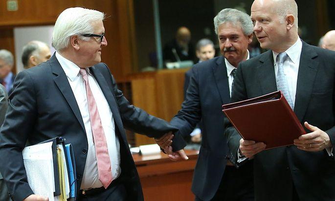 Die EU-Außenminister beraten in Brüssel über neue Sanktionen gegen Russland. Im Bild: Frank-Walter Steinmeier (Deutschland), Jean Asselborn (Luxemburg) und William Hague (Großbritannien).