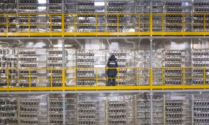 Ein energieaufwendiger Prozess gewährleistet die Sicherheit von Bitcoin. Das ruft auch Kritiker auf den Plan.