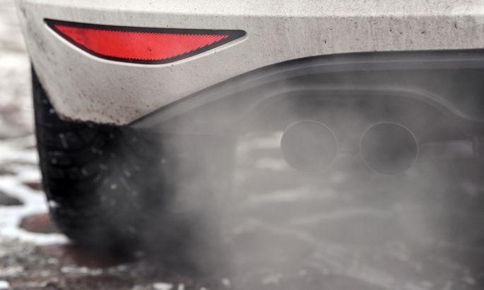 Dieselmotoren dürfen laut den gesetzlichen Vorschriften die Abgasreinigung abschalten, wenn die Außentemperatur weniger als 15 Grad Celsius oder mehr als 33 Grad Celsius beträgt.