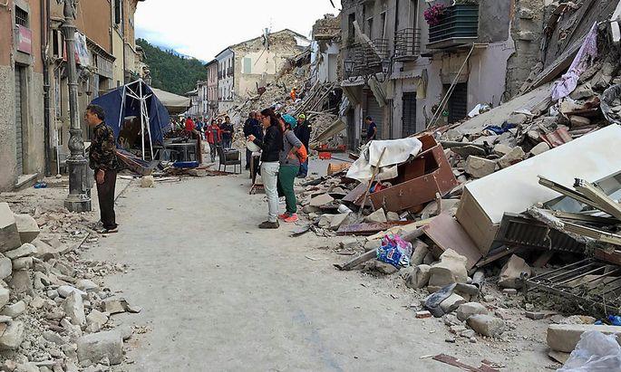 In Amatrice wurden viele Häuser durch das Erdbeben zerstört.