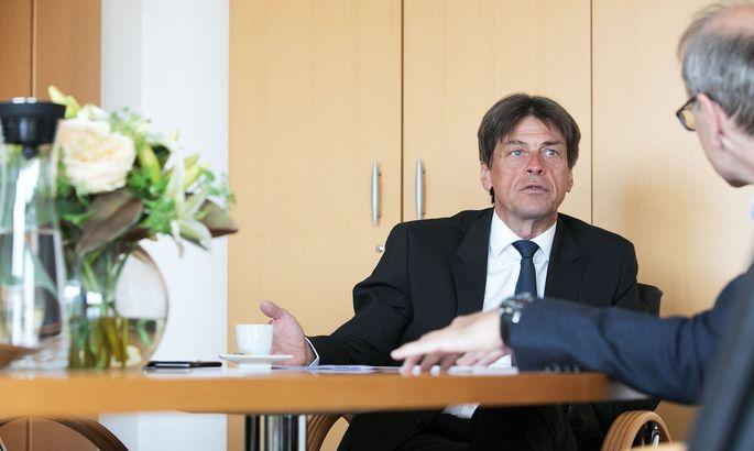 Herbert Houf: Das Geld für die Beschäftigten muss schneller fließen.