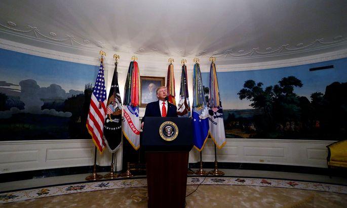 """Donald Trump tut die Untersuchungen für ein Impeachment als """"Hexenjagd"""" und """"Farce"""" ab."""