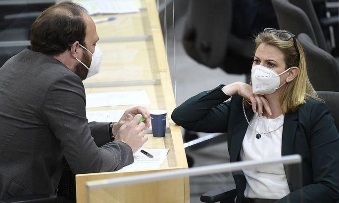 Parteichefin Beate Meinl-Reisinger wechselt ihre Stellvertreter aus. Einer davon: Nikolaus Scherak.