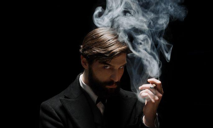 """Heiliggesprochen wird Freud in """"Freud"""" nicht: Robert Finster spielt ihn mit öfters unheimlich zuckenden Brauen."""
