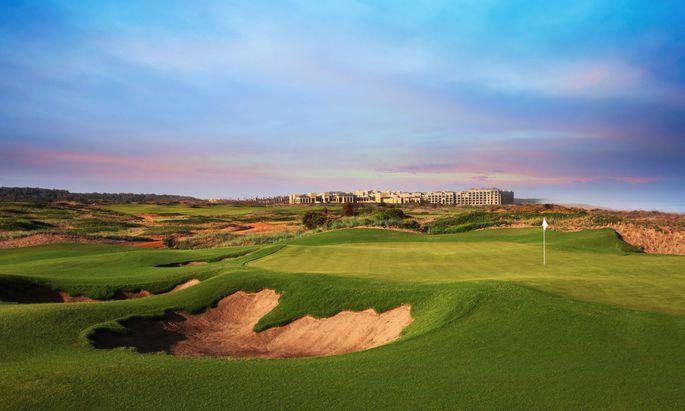 18 Löcher, fast alle mit Meerblick, zwischen den Dünen: Den Kurs des Resorts Mazagan am Atlantik hat Gary Player entworfen.