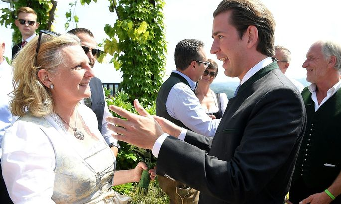 Bundeskanzler Sebastian Kurz äußerte öffentlich keine Kritik am Putin-Besuch bei der Hochzeit von Außenministerin Karin Kneiss.