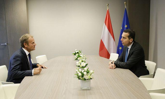 Bundeskanzler Christian Kern bei seinen ersten Gesprächen in Brüssel mit EU-Ratspräsident Donald Tusk.