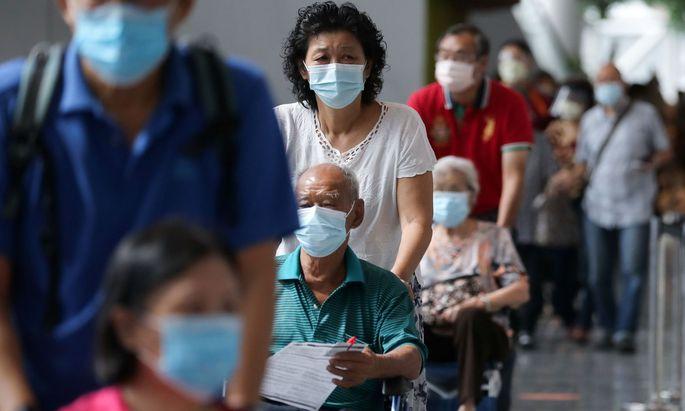 chutzmaßnahmen wie Abstand halten, Handhygiene und Mund-und-Nasen-Schutz seien der Weg aus der Krise, ebenso eine faire Verteilung der Impfstoffe.
