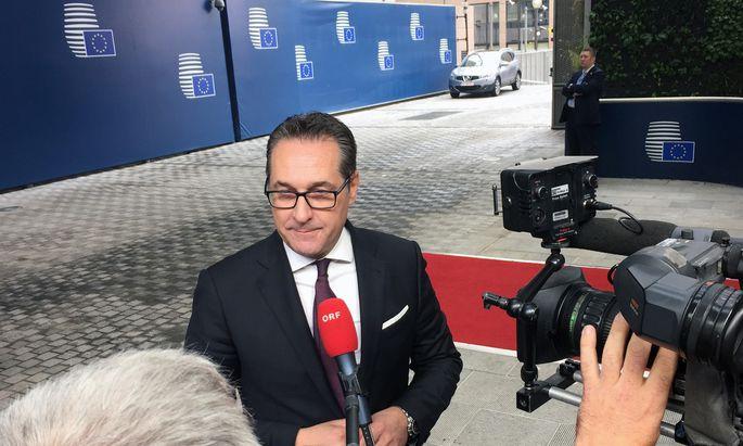 """""""Bin nicht Experte, wo in der EU die Dinge falsch laufen"""" – Vizekanzler Strache vor seinem ersten Brüsseler Ministerrat."""