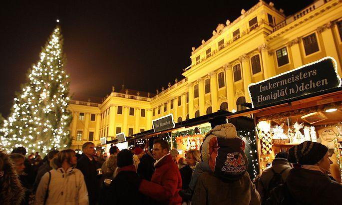 Archivbild: Adventmarkt vor dem Schloss Schönbrunn