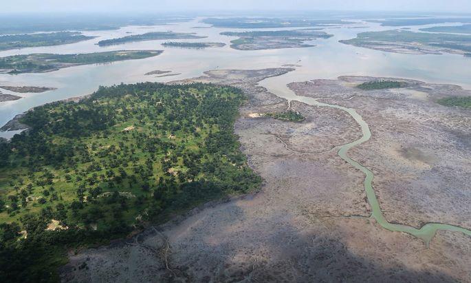 Die Ölgewinnung hinterlässt tiefe Wunden in der Natur ebenso wie in der Gesellschaft (im Bild das verschmutzte Nigerdelta).
