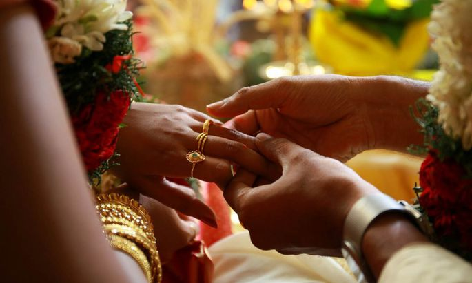 Die Heirat erfolgte nach indischer Tradition nach den Vorgaben der Familien der Brautleute.