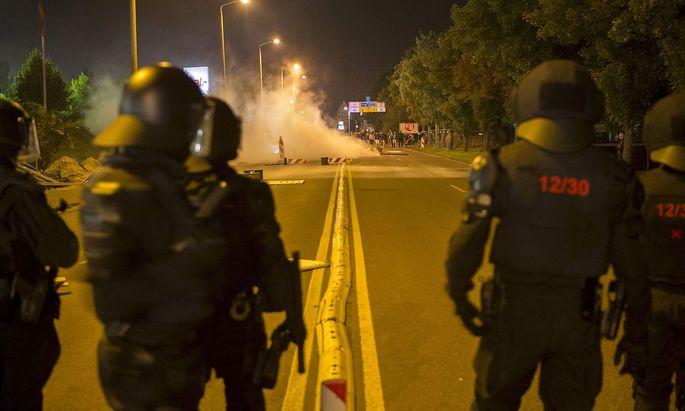 Ausschreitungen im Sommer 2015 waren mehr als 30 Polizisten verletzt worden.
