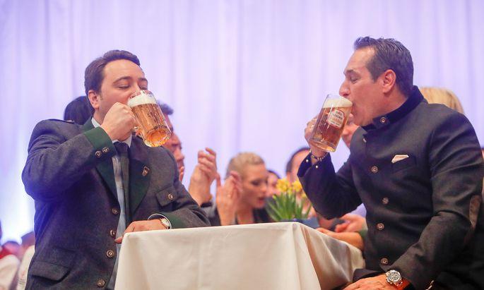 Oberösterreichs Vize-Landeshauptmann Manfred Haimbuchner setzt einen anderen öffentlichen Fokus als Ex-Vizekanzler Heinz-Christian Strache.