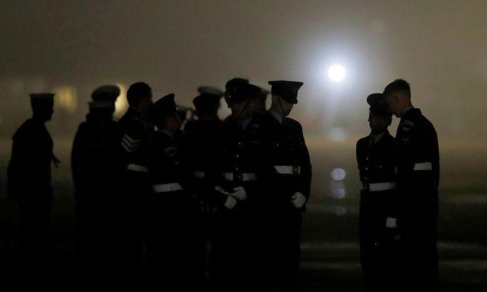 Vor dem G7-Gipfel der Staats- und Regierungschefs der führenden westlichen Industrienationen haben Polizei und Militär in Großbritannien massive Sicherheitsvorkehrungen getroffen.