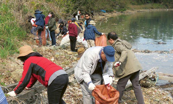 Zeit aufzuräumen. Der Hangang ist für die 10 Millionen Menschen in Seoul eine lebenswichtige Wasserquelle.