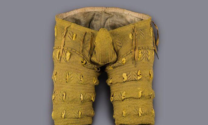 Die seidengestrickte Oberhose des Herzogs August von Sachsen, samt Schamkapsel.