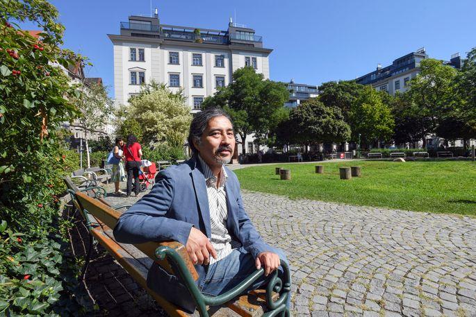 Einer von vielen Lieblingsplätzen im Achten: Hansel Sato im Hamerlingpark.