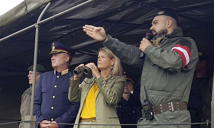 STEIERMARK: VERTEIDIGUNGSMINISTERIN TANNER BESUCHT MILIZ-SOLDATEN AM GRENZUeBERGANG SPIELFELD