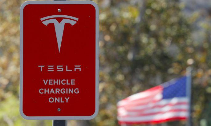 Der Tesla-Chef wird verdächtigt, falsche und irreführende Angaben gegenüber Investoren gemacht zu haben.