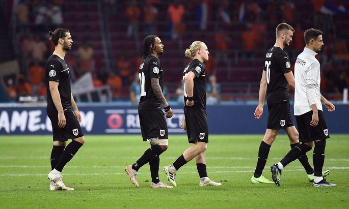Österreich geht als Verlierer vom Platz, die Chance aufs Achtelfinale bleibt