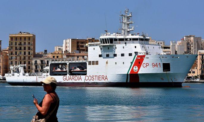 Die Diciotti, ein Schiff der italienischen Küstenwache, war zuletzt in den Schlagzeilen, weil Italien die darauf aufgenommen Migranten nicht an Land lassen wollte.